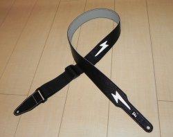 画像2: キース・リチャーズ ボルトマーク付き黒色レザータイプ ギターストラップ(Keith Richards Style black leather GuitarStrap with Volt Mark)